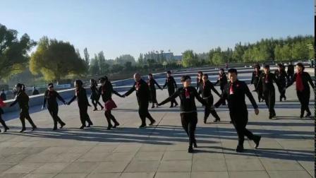 晨练姐妹共跳银色水舞一套