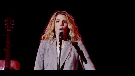 何等荣美的名 What a Beautiful Name w_ Break Every Chain - Hillsong Worship live 2018