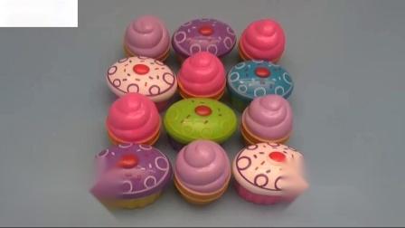 学会用冰淇淋和杯子蛋糕数数惊喜鸡蛋装满糖果口香糖和乐趣