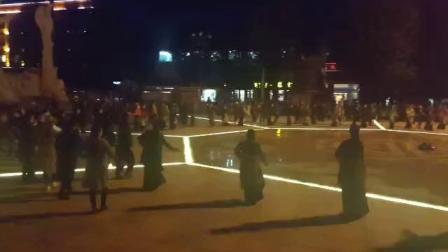 理塘广场锅庄