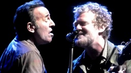 【指弹】Bruce Springsteen 和 Glen Hansard - Drive All Night