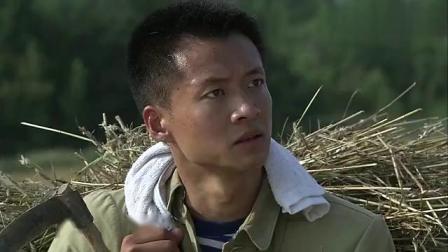 知青王凯在河边给骏马洗澡唐曾肩扛麦捆男子说错话险酿错误