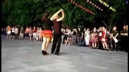三步踩09年花式套路,夏吴老师表演!