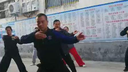 陈辉老架一路晨练