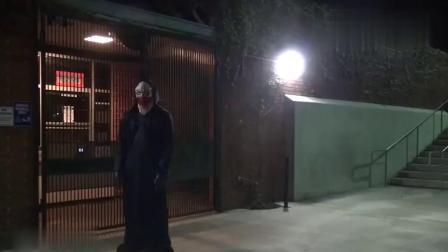 国外爆笑街头恶搞:小伙利用平衡车夜晚伪装悬