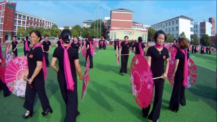 东至航拍大型舞蹈《花开中国》表演:兰溪旗袍分会  地点:至德小学    ( 数码使者:余昌林摄制 )
