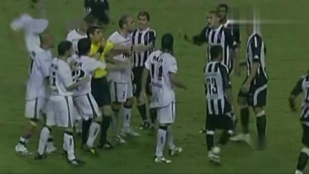 疯狂的足球∶足球场上爆笑时刻裁判搞笑执法瞬