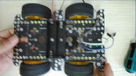 2、慧净micro:bit创客教育课程 HJ-4WD积木版 电池座安装