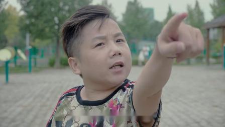 搞笑视频:小矮子英雄救美不成反被打搞笑视频