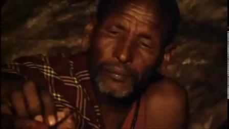 非洲原始人是如何狮口夺食