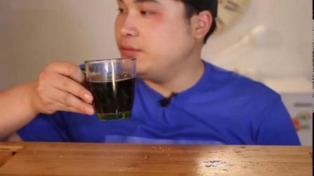 韩国大胃王弟弟吃黄瓜紫菜包饭