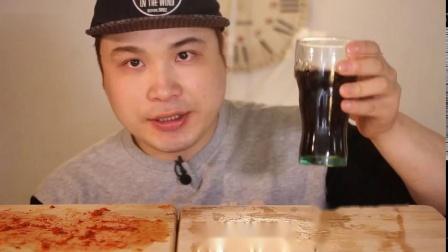韩国大胃王弟弟吃熏培根