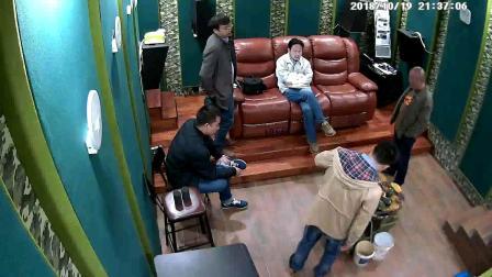 家电论坛总编辑吴彤来小春试听室指导交流。