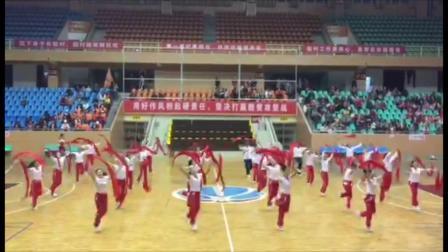 茘浦市2018第十届广场舞大赛,炫舞飞扬艺术团队员们开场献舞《鼓动天地》。