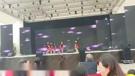 沈美琴广场舞《最真的梦》