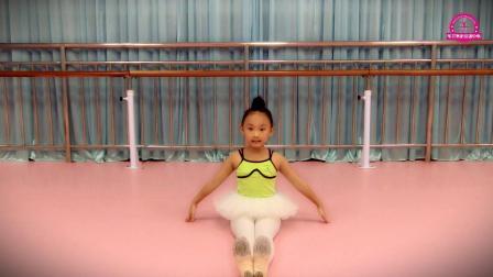 西双版纳景洪市军艺舞蹈培训中心:中国舞考级教材 《膝盖脚指头》