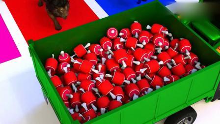 亲子早教动画 拖拉机给笼子里的动物送食物吃了变彩色,学习颜色英语!