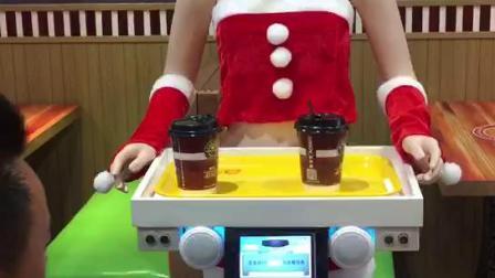 美女送餐机器人咖啡5
