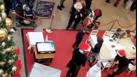 商场实拍:孩子们在学习烤制圣诞小饼干