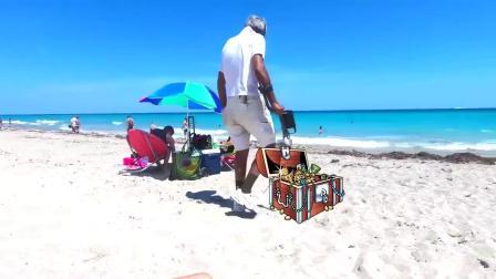 小朋友在沙滩捡贝壳 玩沙子