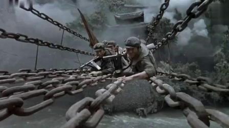飞夺泸定桥:前有敌人的机枪,后有咆哮的大渡河,如此的凶险-国语高清.flv