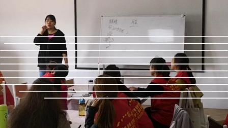 李艳老师教授母婴护理细节,学员的学习状态通常反应在笔记上。