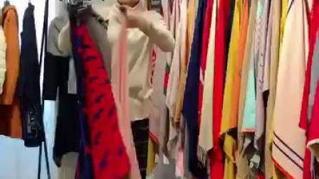 品牌折扣女装批发小佟:当季羊绒围巾