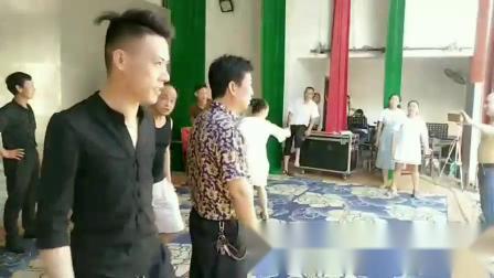 宁都采茶戏  演出前李显生,李荣保两位老师组织 排练准备