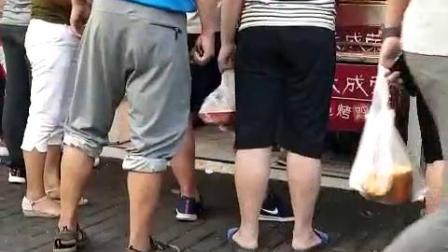 张成荣电烤鸡架加盟店卖货现场