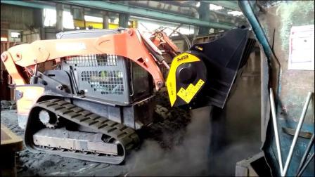 MB-L200破碎铲斗正在破碎因模具产生的废料!