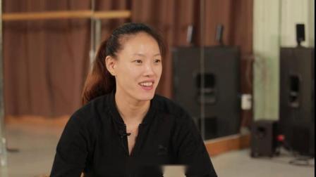 为了钢管舞,她放弃了正式编制的工作