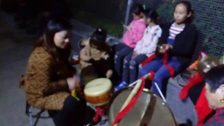 桑植土家围鼓(四大美女围鼓队) 鼓手:向小姐 二钹:陈小姐 头钹:敏小姐 大锣:田大姐