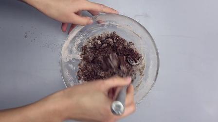 万圣节派对上怎能少了甜点?教你做丝滑香软的蜘蛛网杯子蛋糕