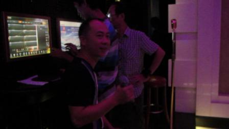 """2014年9月在南宁佰迪乐KTV,黄玉飞""""唱无法晚"""""""