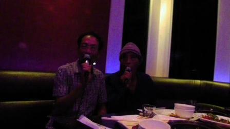 2014年9月在南宁佰迪乐KTV,老黄与将军父亲合唱《东方红》
