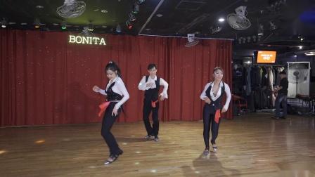 健美裤舞蹈1080 x 1920