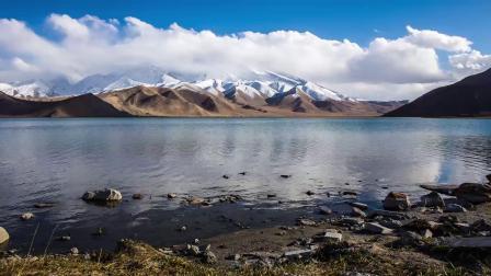 慕士塔格峰和喀拉库勒湖
