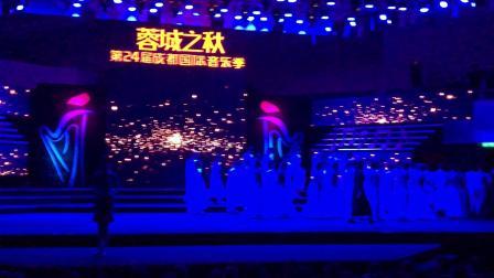成都市文化馆四季风女子合唱团《槐花几时开》
