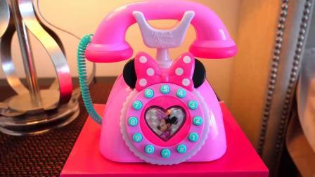 萌娃乐园:可爱小萝莉穿上米妮衣服和米老鼠一起玩耍