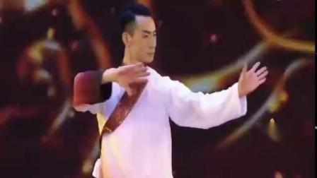 春晚:释延淀清风子少林武当《双雄会》,一拳一脚展现中国功夫!