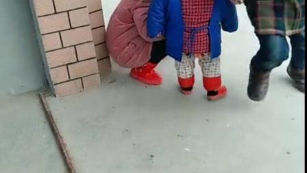 姐姐不喜欢和弟弟玩了