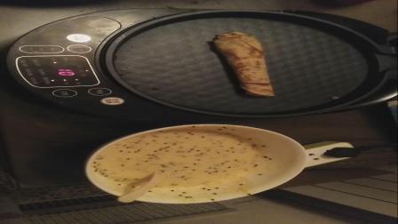 三个鸡蛋 30克白糖 30克黄油 50克低筋面粉 半袋纯牛奶 少许椰蓉搅成面糊,倒入点饼称