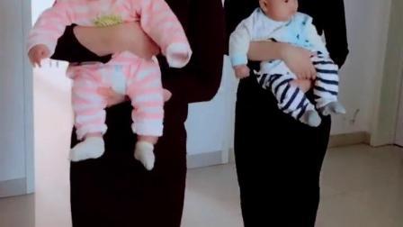 婆媳抱着龙凤宝宝来啦