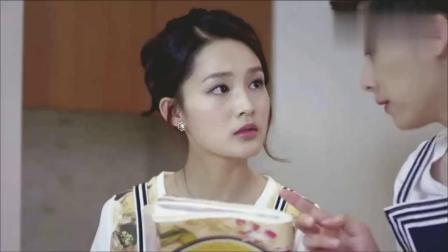 《千金归来》富家女李沁为谈生意做小吃,李易峰尝一口立马吐