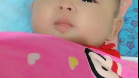 求助万能的宝妈们宝宝今天吐了好多奶。吓死