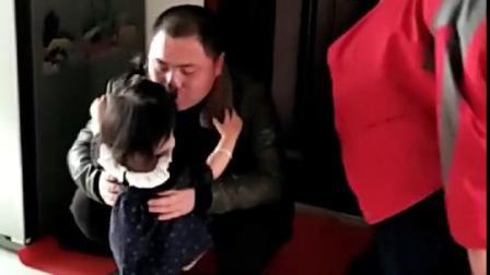 两个哥哥上学走呀!1岁妹妹哭成了泪人