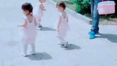 三胞胎姐妹公园半日游
