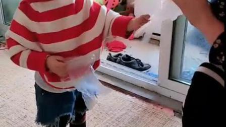 妈妈好会玩!却把宝宝吓懵逼了!