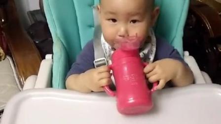 山药很爱喝,一天都能喝3.4杯,你家宝宝呢