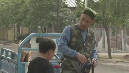 淘小子为了买冰棍,想出一个好主意,结果把老爸坑苦了!搞笑视频